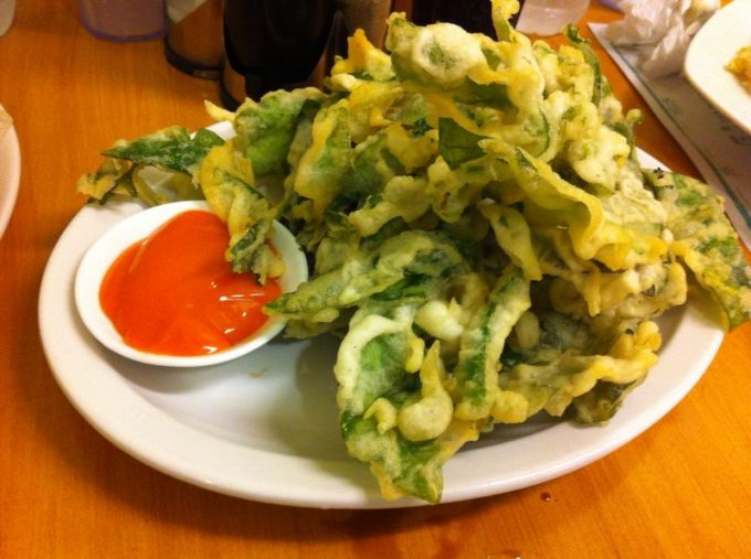 fried-foods-philippines-leaves